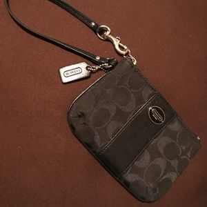 COACH Black jaguard/leather M wristlet